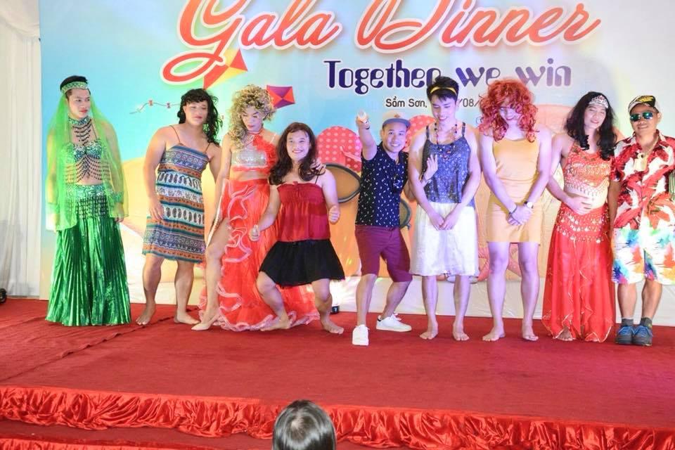 Độc đáo với màn diễn thời trang phong cách Thái của những thành viên PTTT