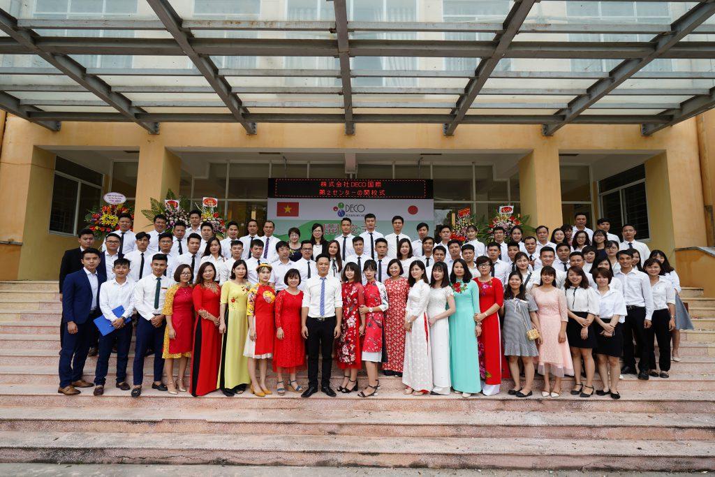 Ban lãnh đạo và cán bộ Công ty DECO Quốc tế trong buổi lễ khai trương