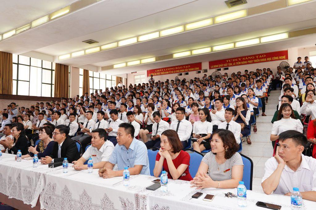 Hội trường kín chỗ trong buổi lễ khai trương Trung tâm đào tạo & hướng nghiệp Nhật Bản số 2 - Công ty DECO